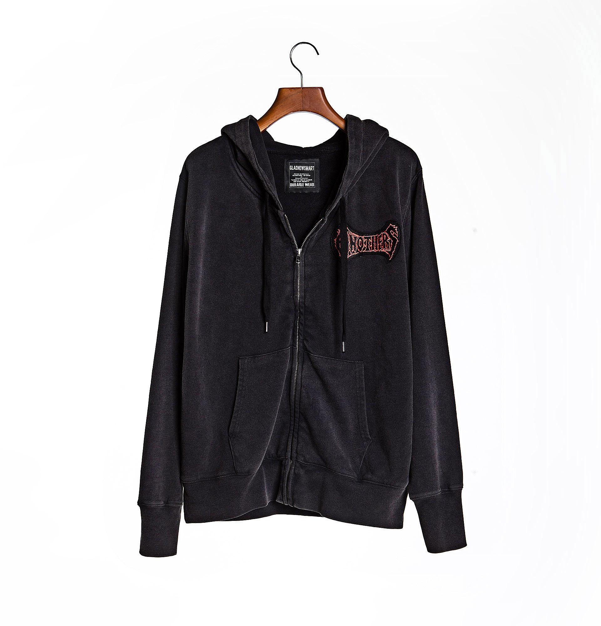 黑色连帽卫衣外套