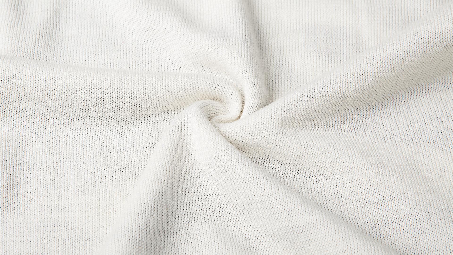 白色印骷髅头毛衣